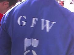 印有GFW的衣服